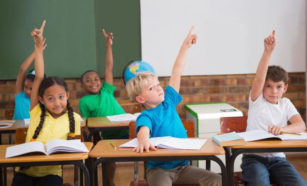 HEPA Luftreiniger in einem Klassenzimmer